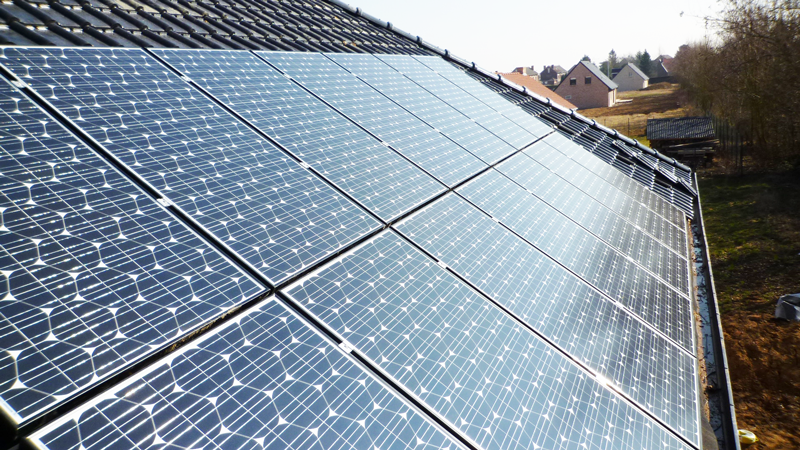 Vue-en-relief-panneaux-hybrides-Sanyo-solaire- lille