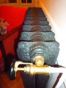 Radiateur fonte décoratif +  vanne disque bakélite