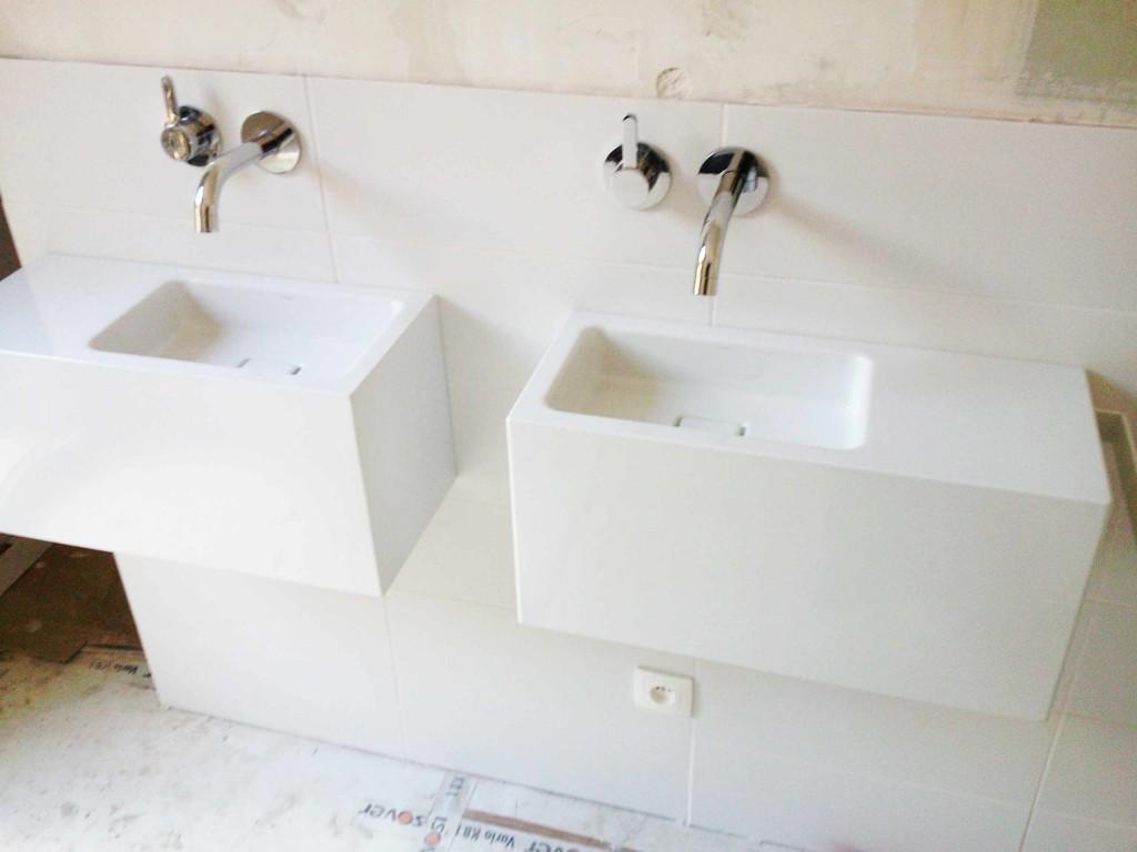 Vasques-et-robinetterie-dyssymétriques